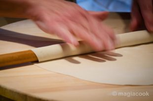 Χειροποίητο παραδοσιακό τραγανό φύλλο για πίτες